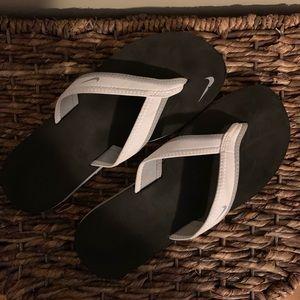 Nike Flip Flops ✔️